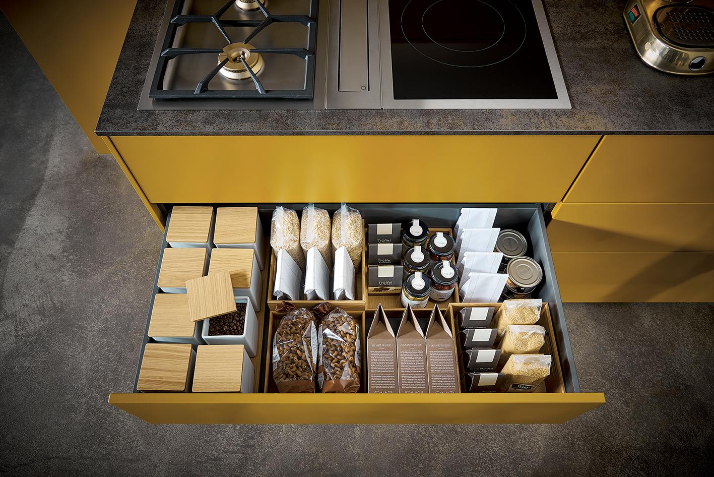 cuisine contemporaine design moderne sur annecy marque next125 noir et jaune