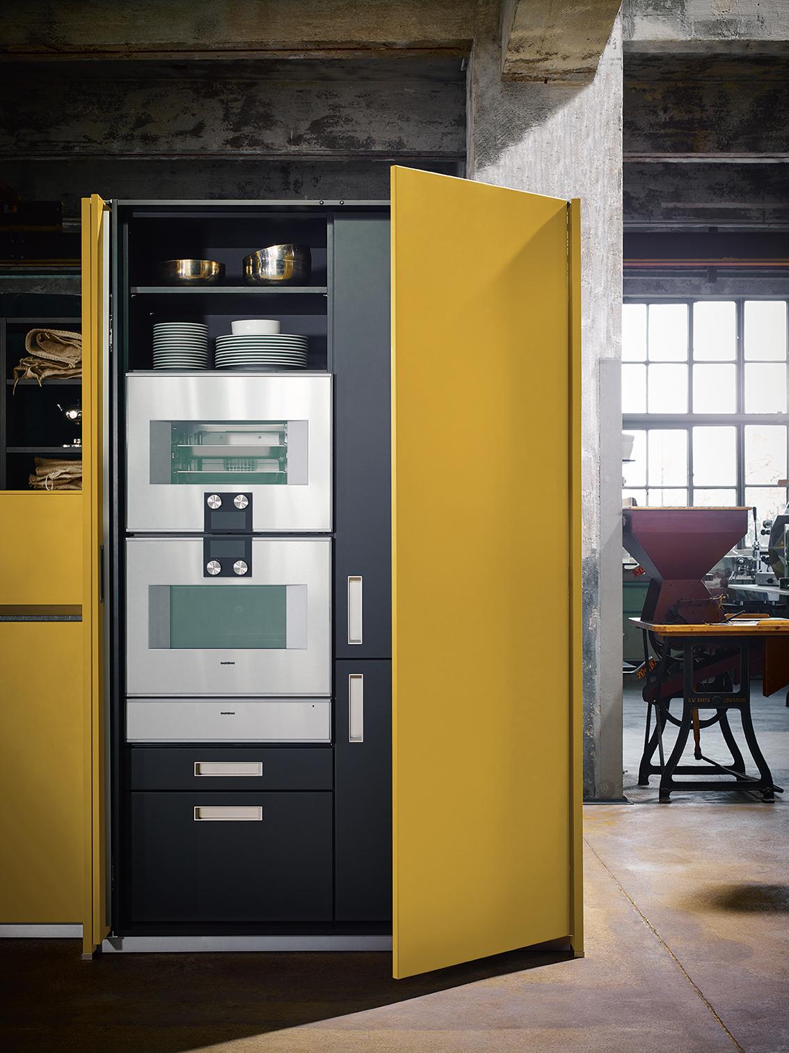 Cuisine aménagée équipée intégrée ouverte sur salon moderne contemporain