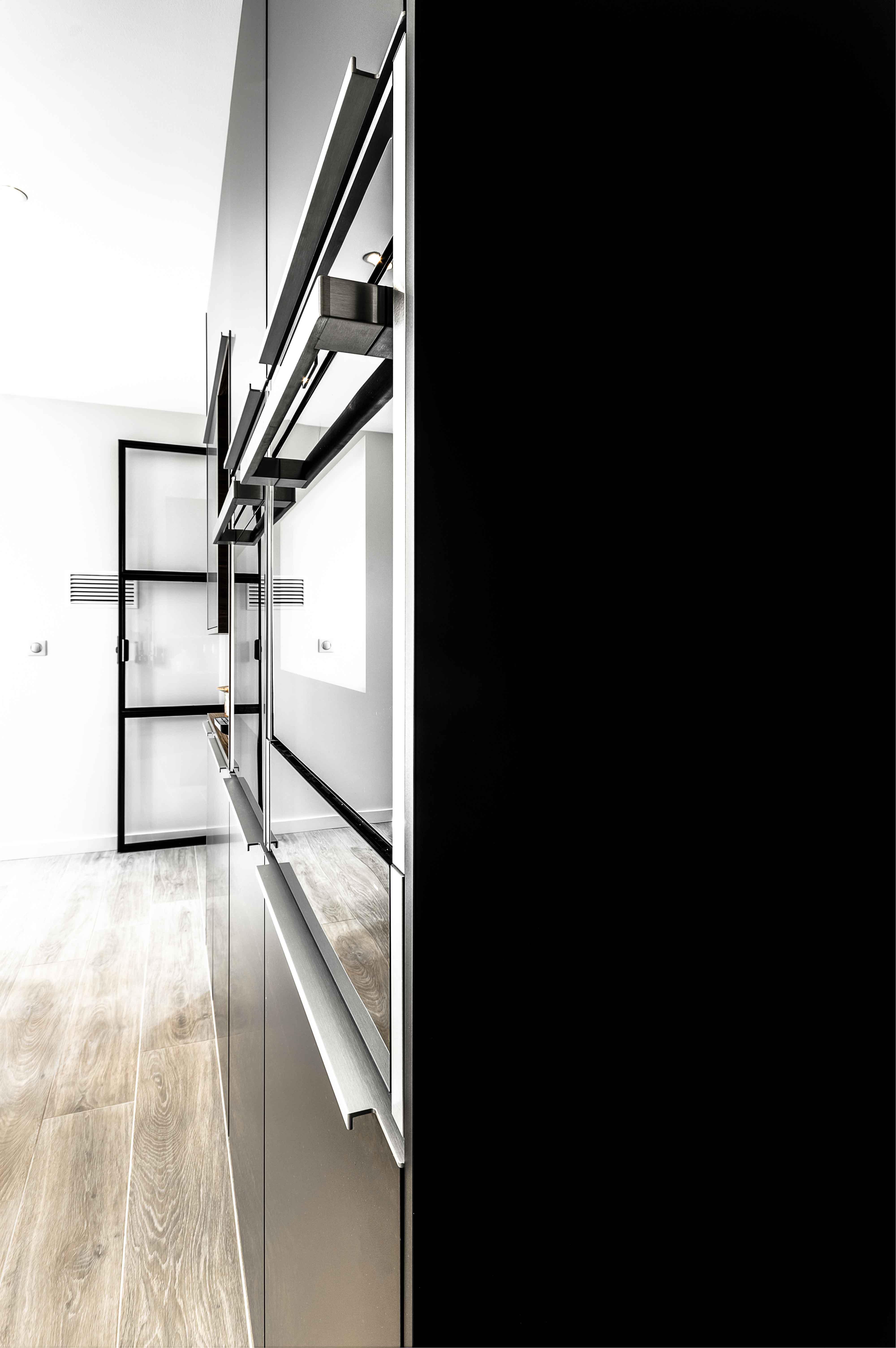 mobilier intégrant parfaitement l'électroménager de cuisine four lave vaisselle