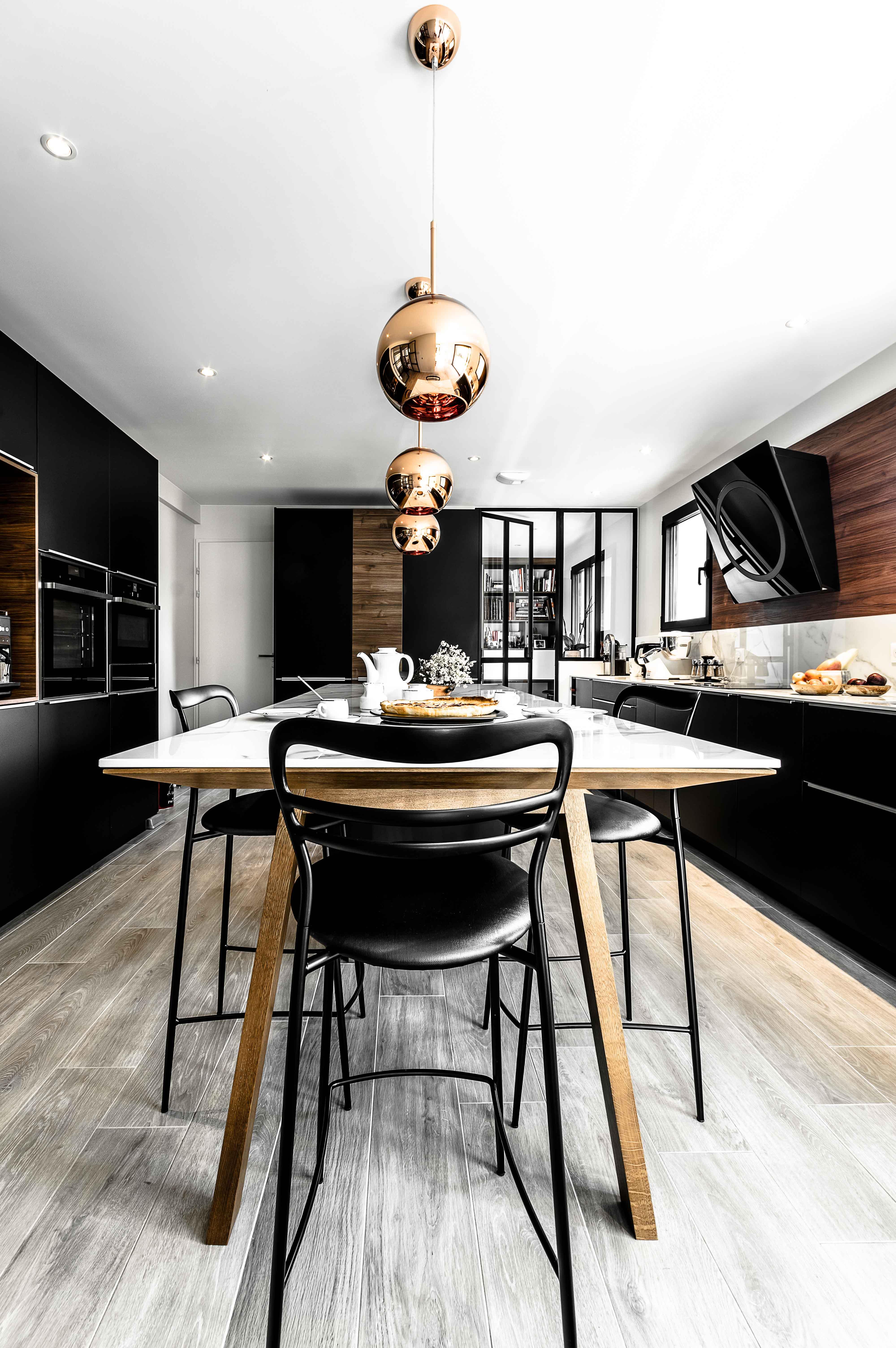 plan de table avec décoration d'intérieur pour cuisine unique sur mesure haut de gamme moderne contemporaine scandinave annecy le vieux argonay