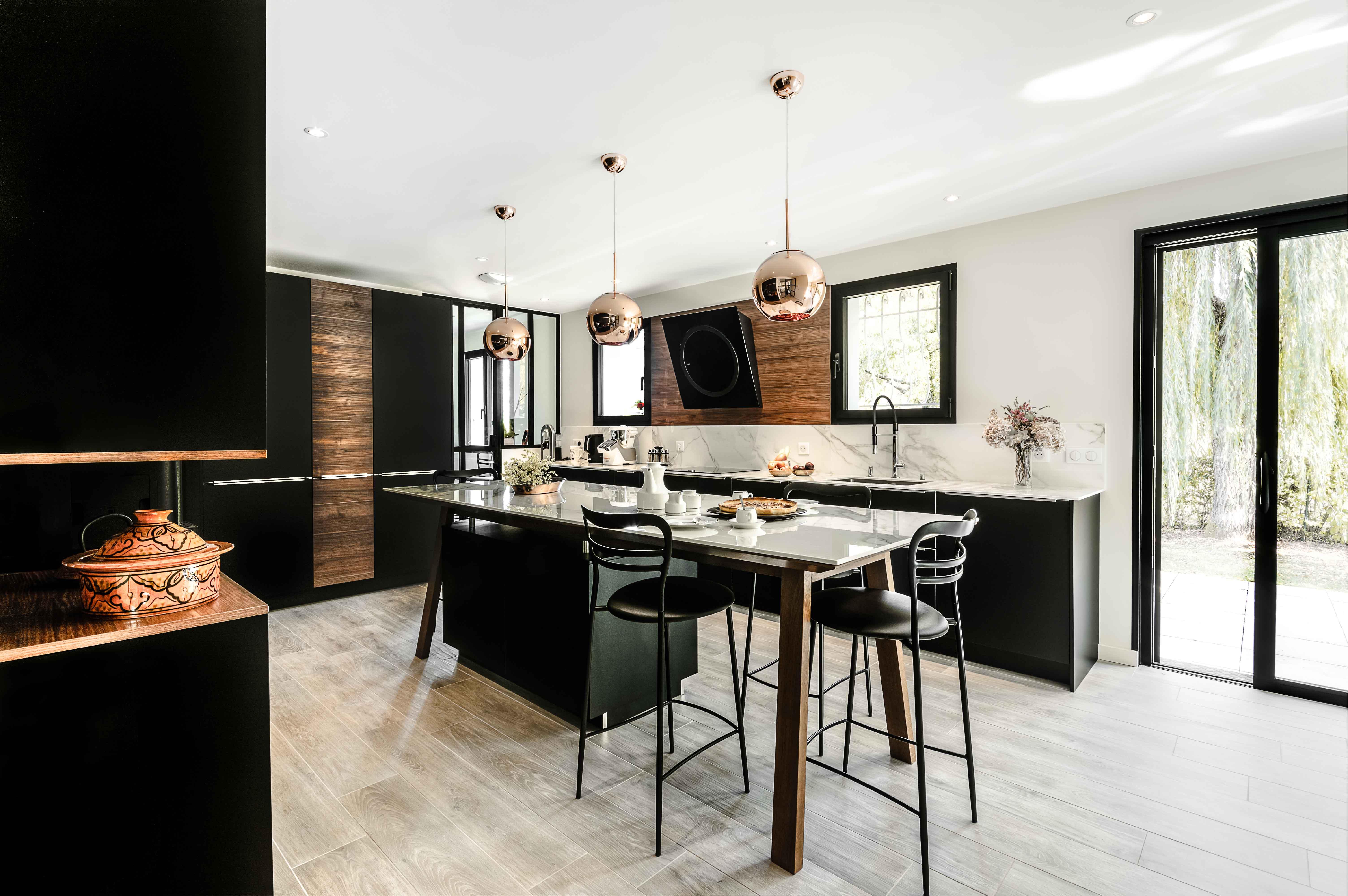 vue d'ensemble sur grande cuisine ultra design et moderne scandinave design conception annecy intérieur littoz