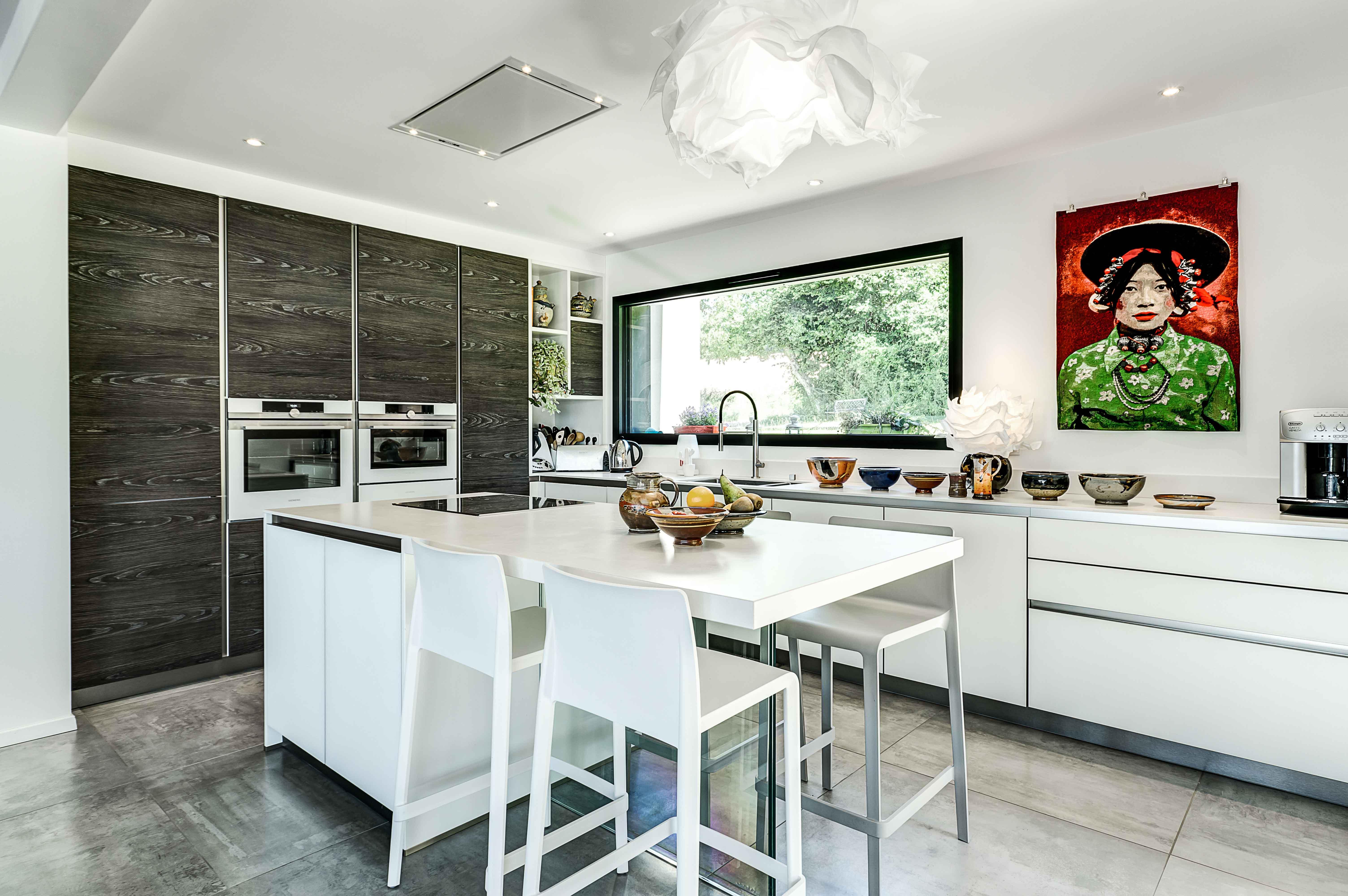 cuisine intégrée design et ambiance moderne contemporaine sur mesure
