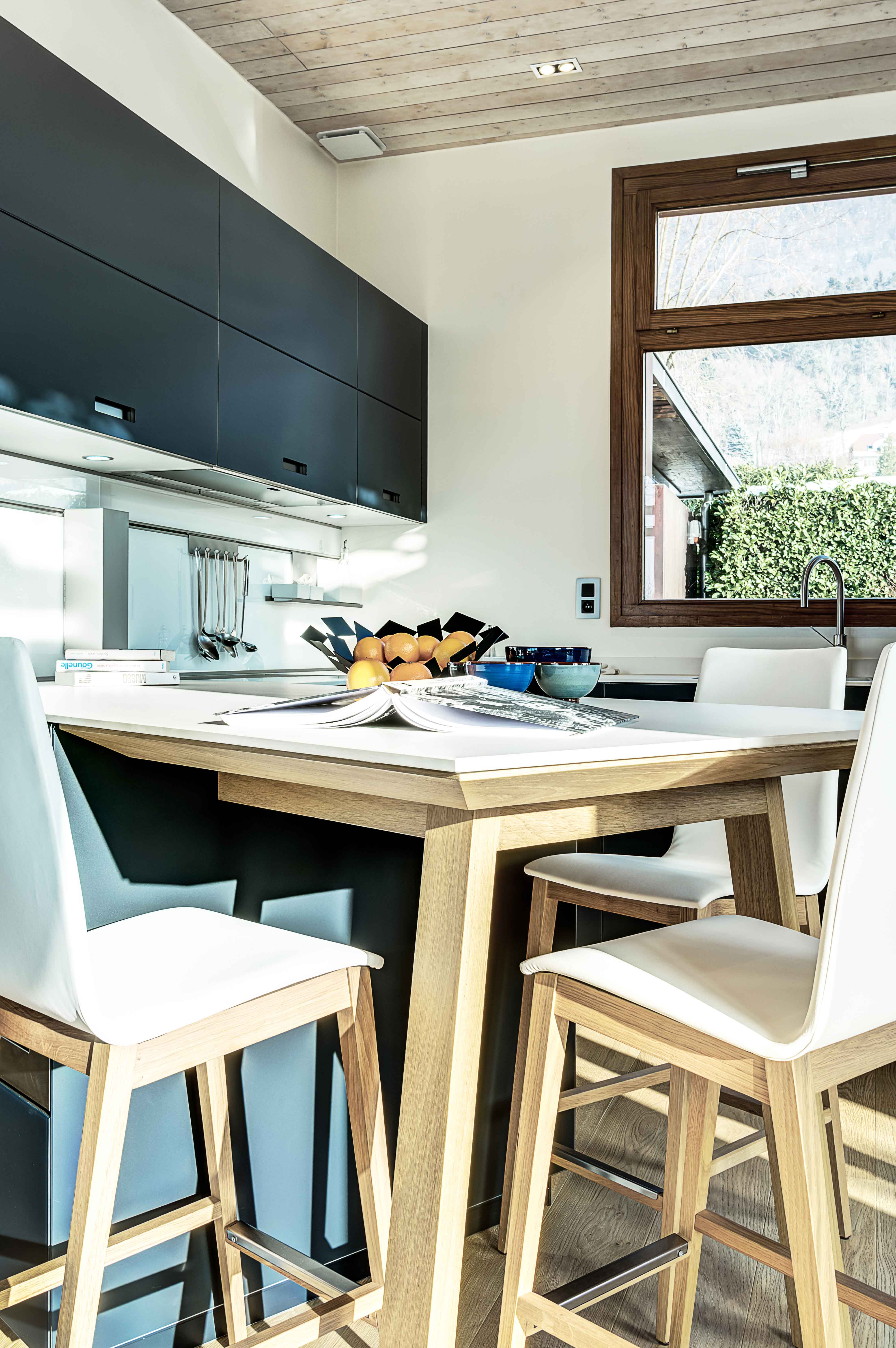 cuisine design et atmosphère moderne installation annecy et sa région littoz annecy