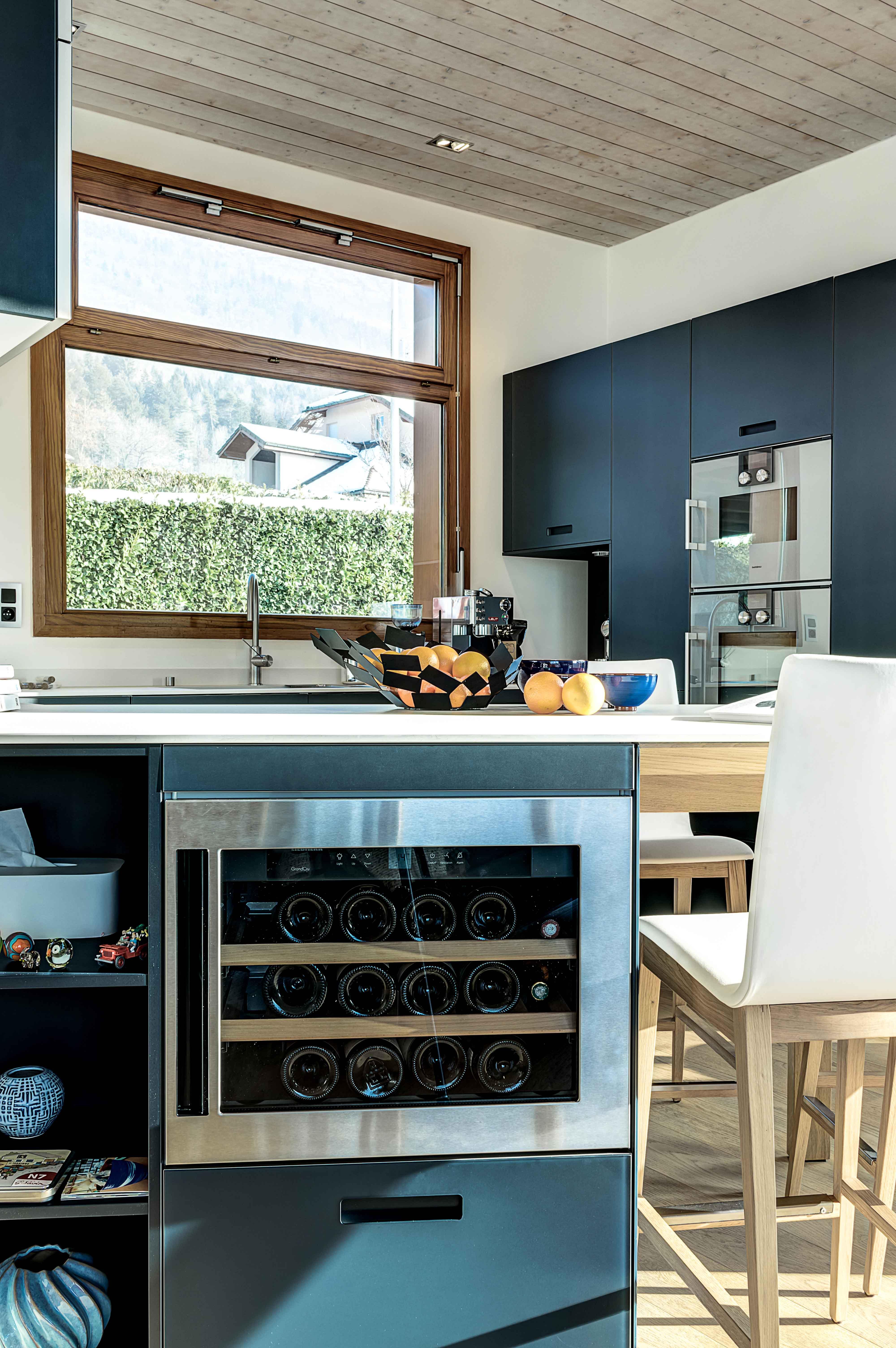 mobilier cuisine annecy cave à vin intégrée four lave vaisselle