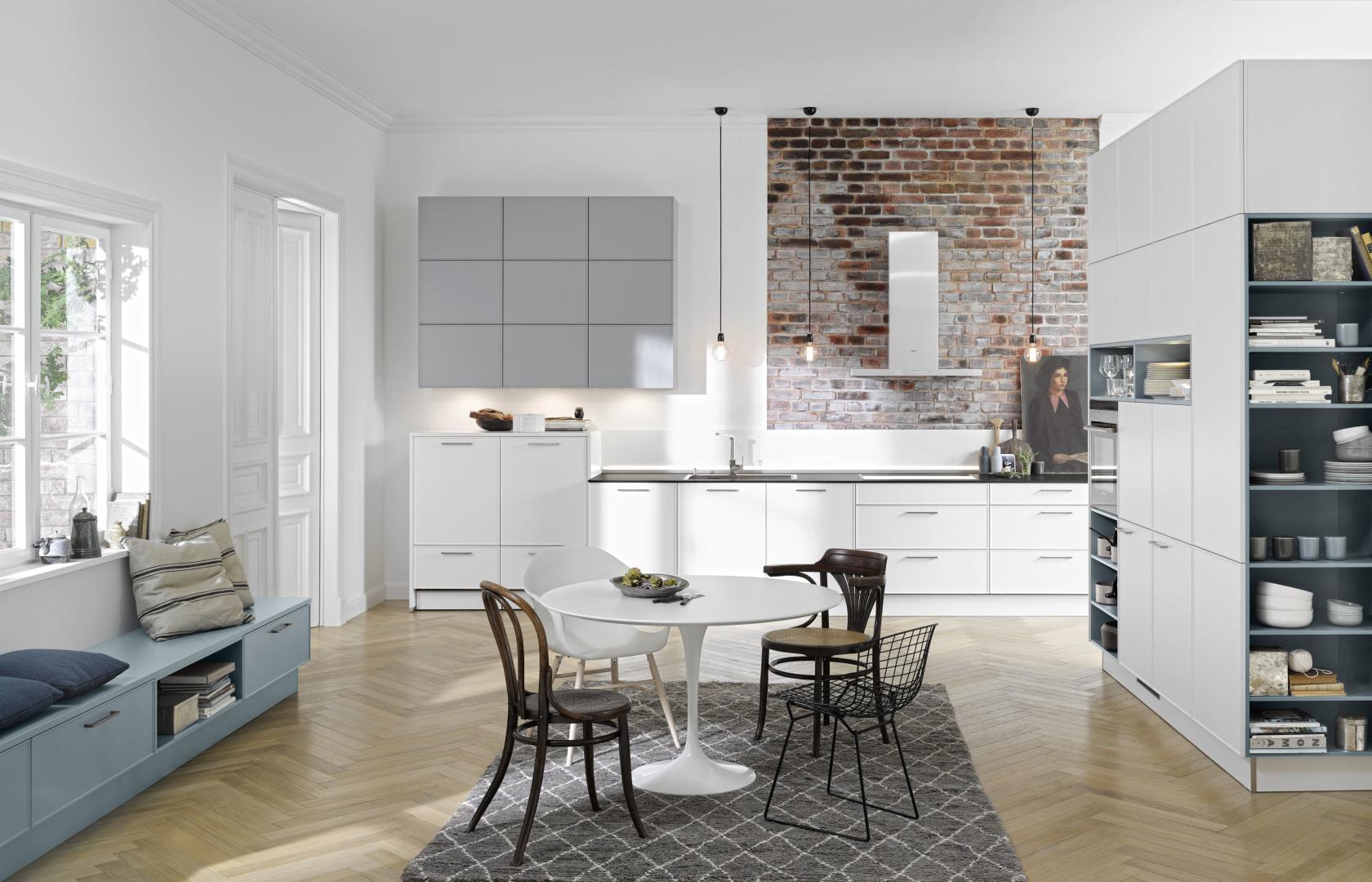 cuisine ouverte aménagée sur salon moderne lumineux unique atmosphère moderne