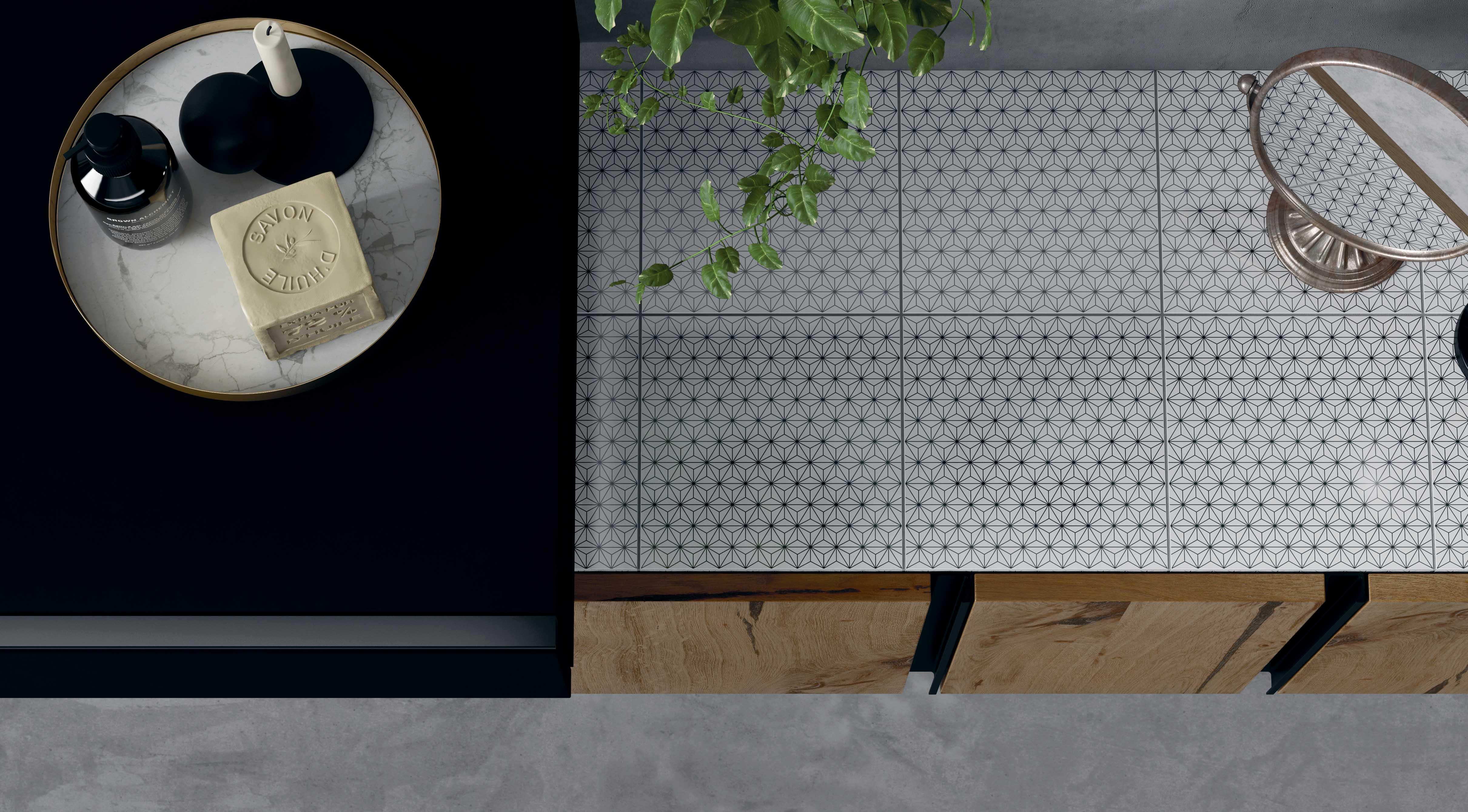 Salle de bain altamarea dessin style mosaïque blanche et noire bois