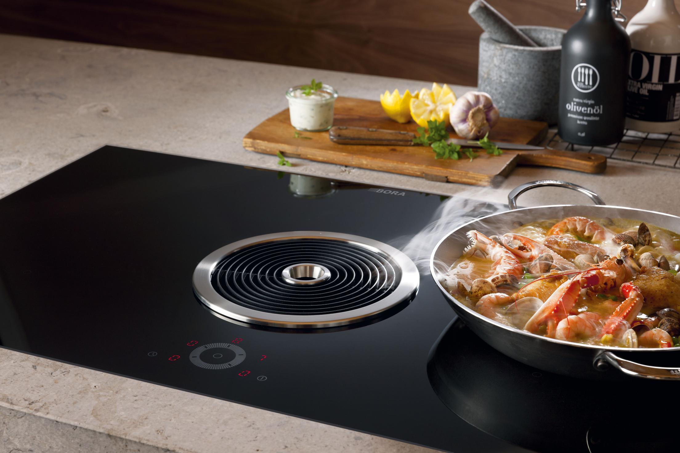 Cuisine avec table de cuisson moderne hotte aspirante BORA Annecy