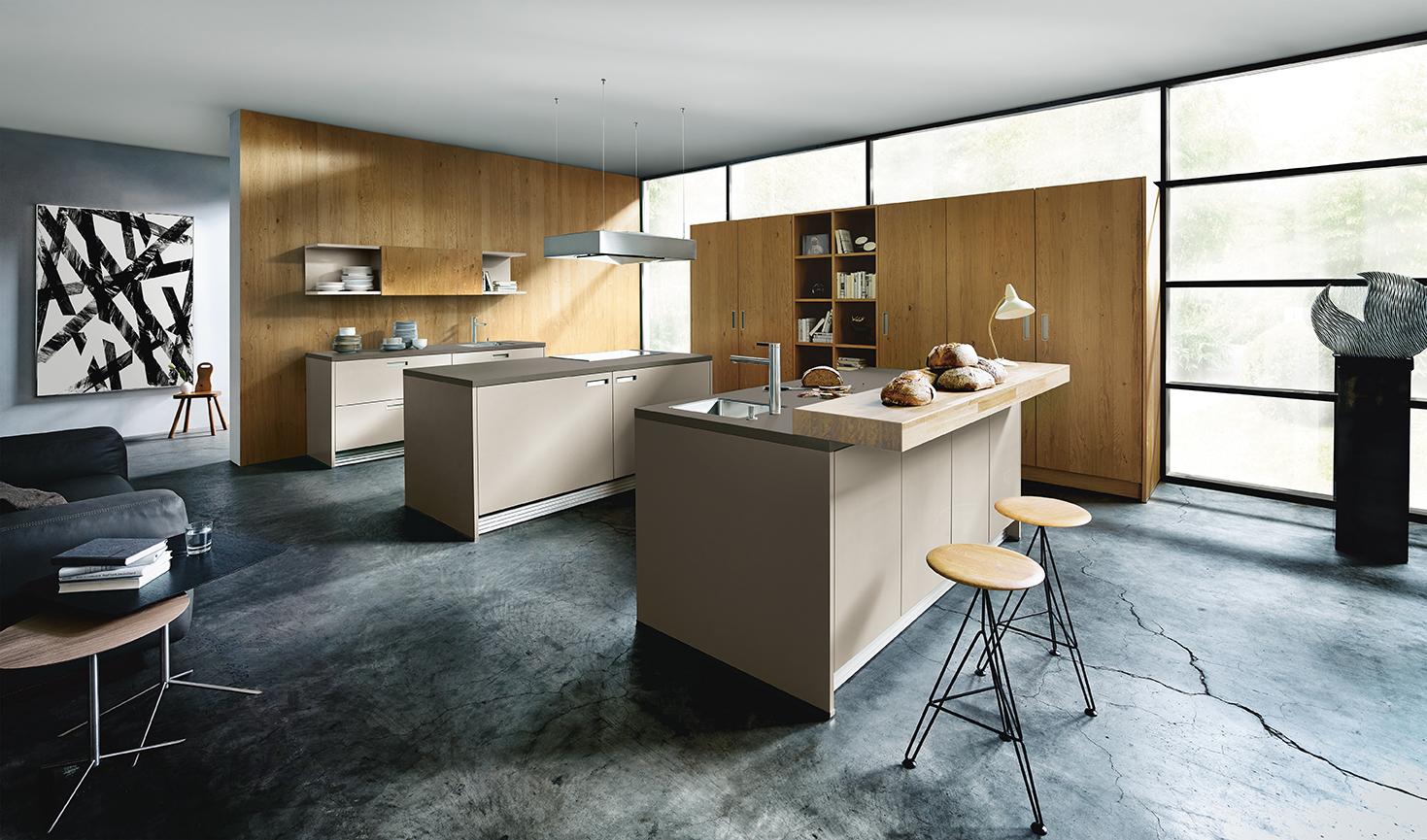 Cuisiniste couleur sable bois et placard rangement aménagement ouverte sur salon