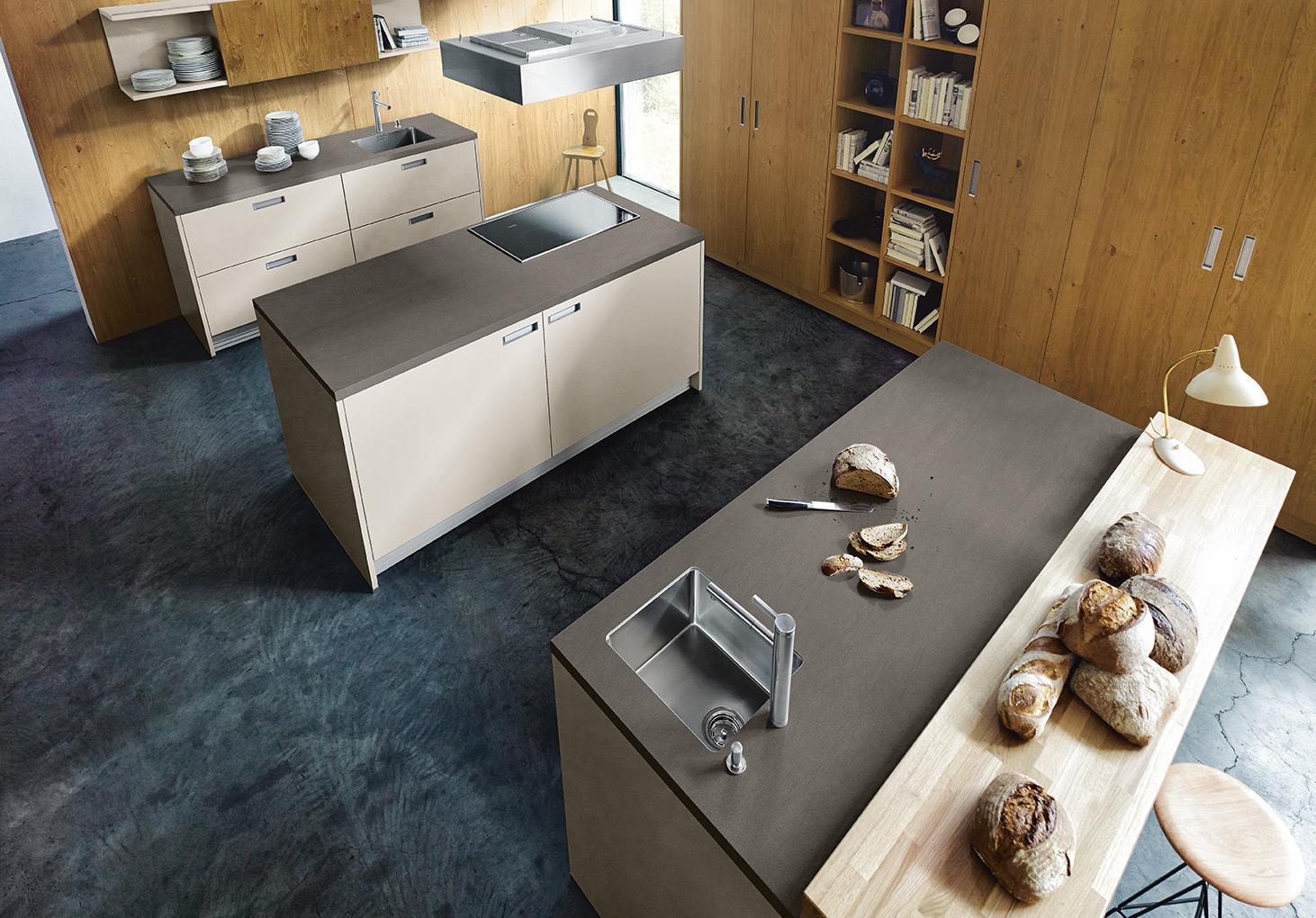 Cuisine moderne et chic et îlot central moderne haut de gamme style design