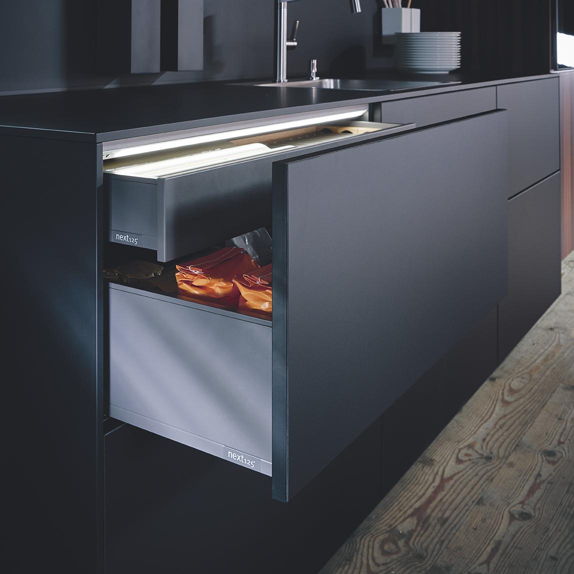 Interface de rangement travaillée moderne pour cuisine chic
