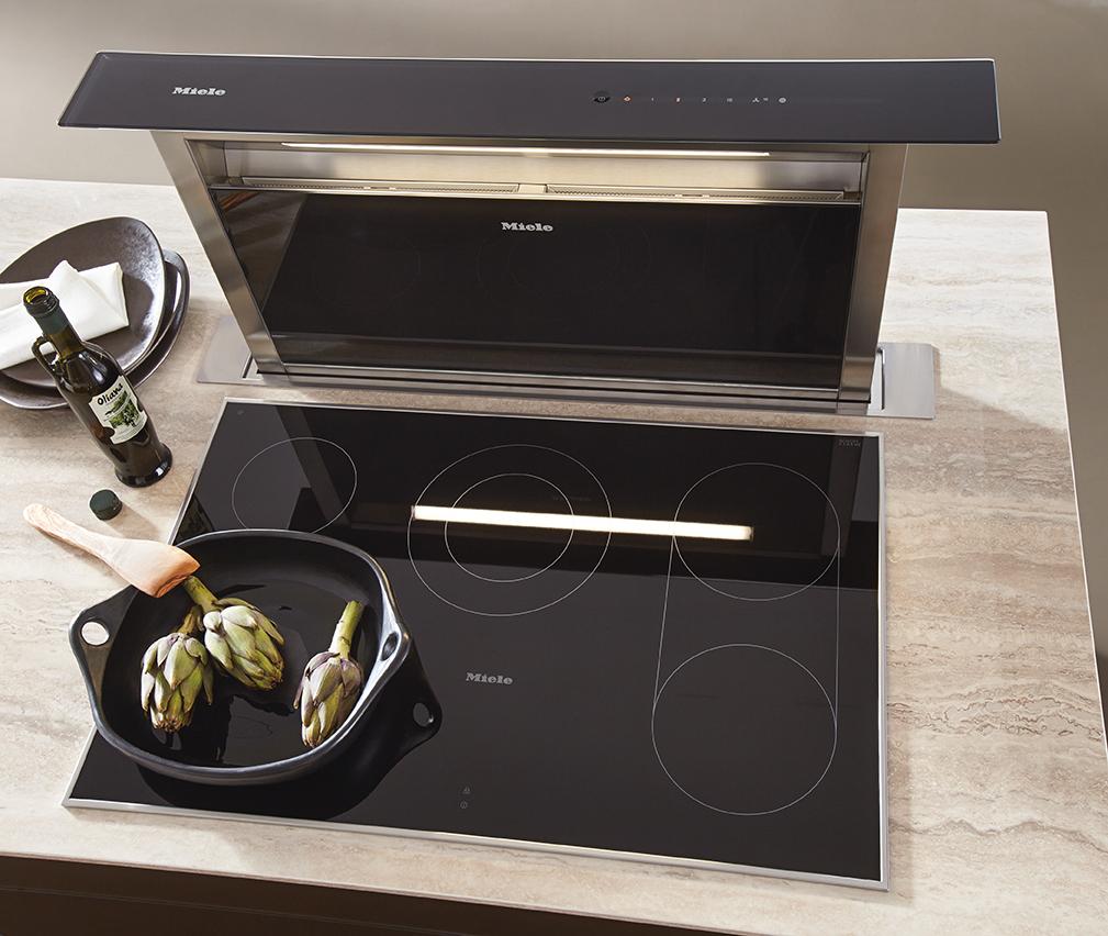 Plan de cuisson avec hotte intégrée et table de cuisson Miele dans cuisine Next 125