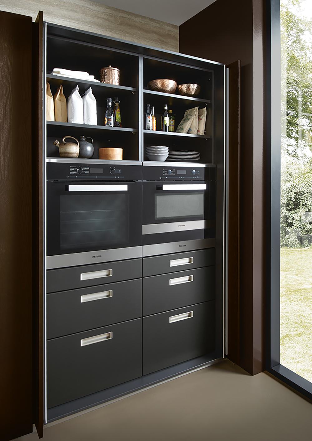 Cuisine équipée avec électroménager intégré Next 125 couleur noire design soigné épuré