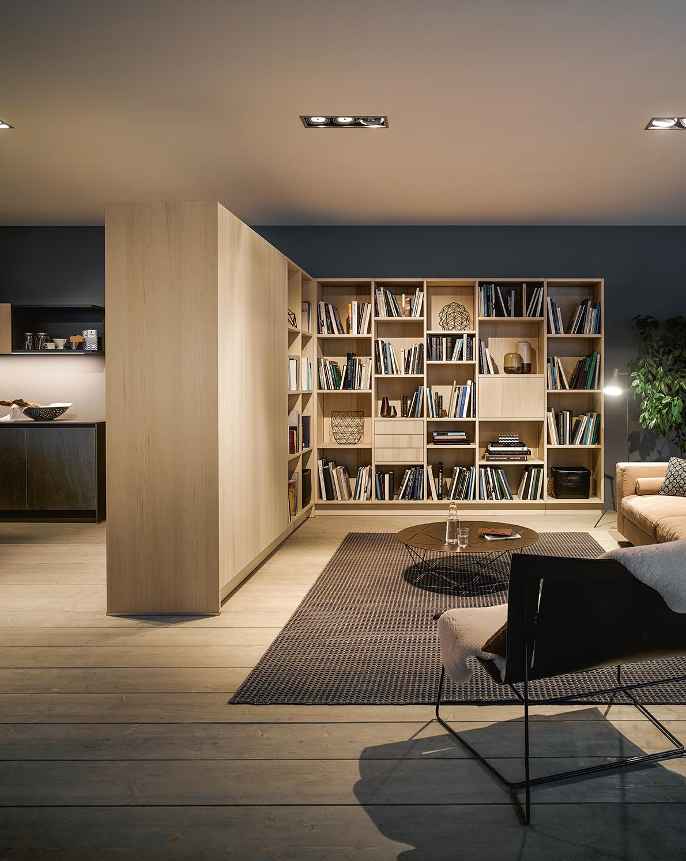 Bibliothèque style bois alliance des styles modernes et bois