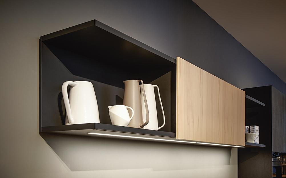 étagère avec décoration intérieur soignée moderne ameublement rangement annecy