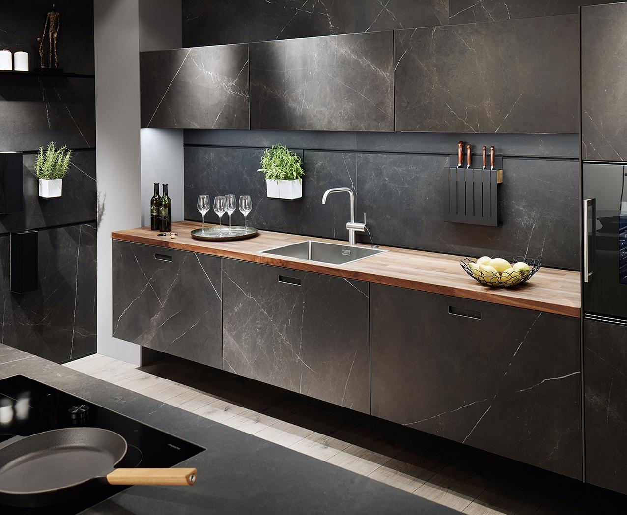 Cuisine ultra moderne design soigné avec matériaux nobles noir haut de gamme annecy installateur concepteur littoz