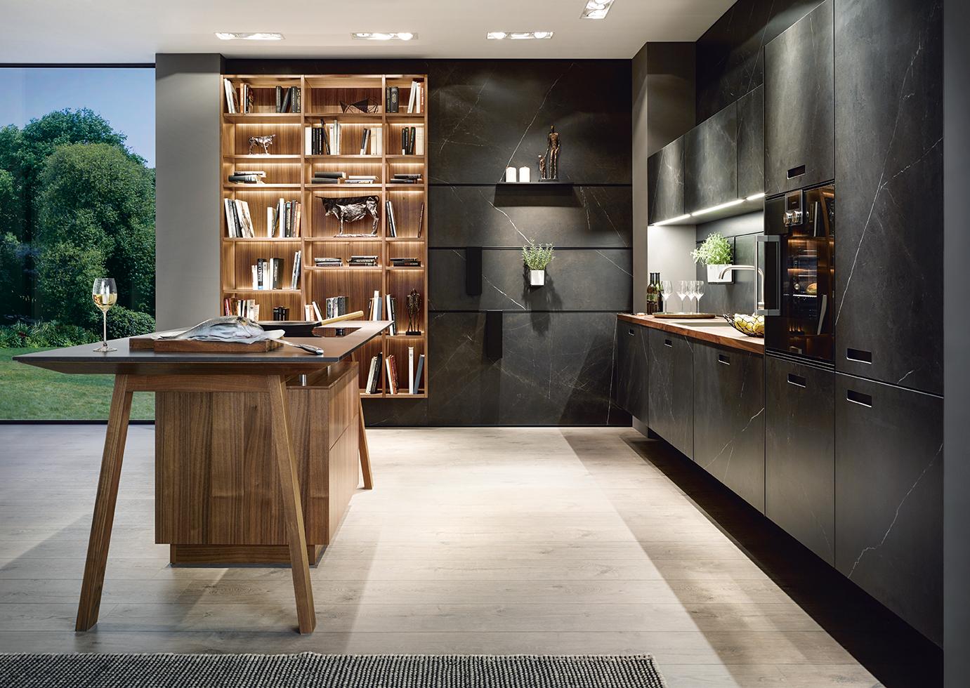 Cuisine intégrée haut de gamme sur annecy marbre noir subtil mélange avec bois scandinave moderne contemporain