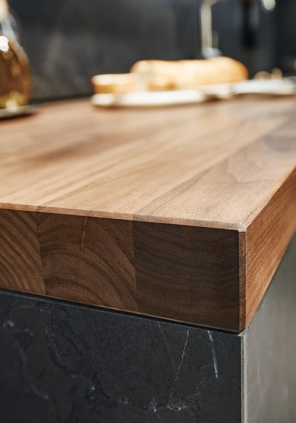 Cuisine sur mesure Next125 alliance marbre noir et bois modernité épuré soigné littoz