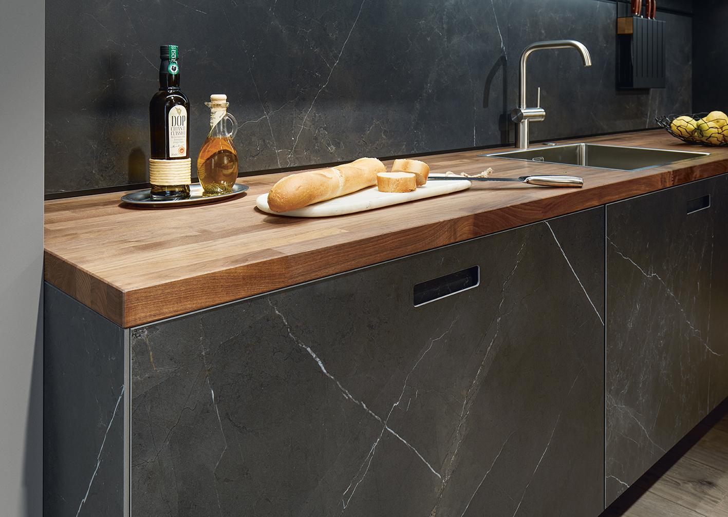 alliance entre marbre et bois influence design ultra moderne contemporain chic sur mesure