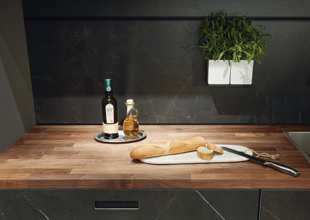 Cuisine noire et bois moderne sur annecy