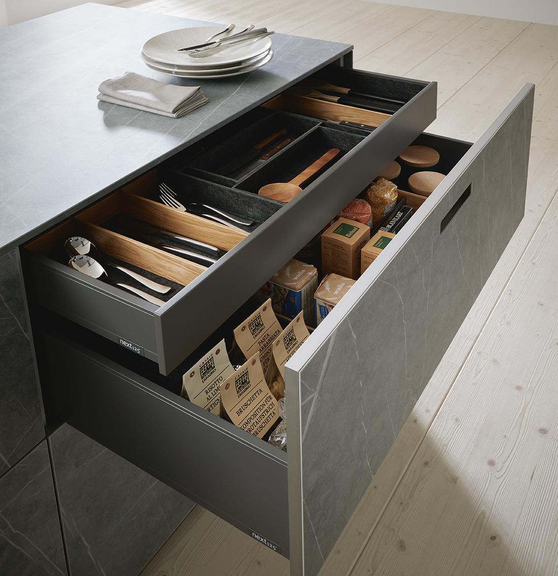 Rangement et ameublement pour cuisine équipée moderne design chic gris marbre épuré