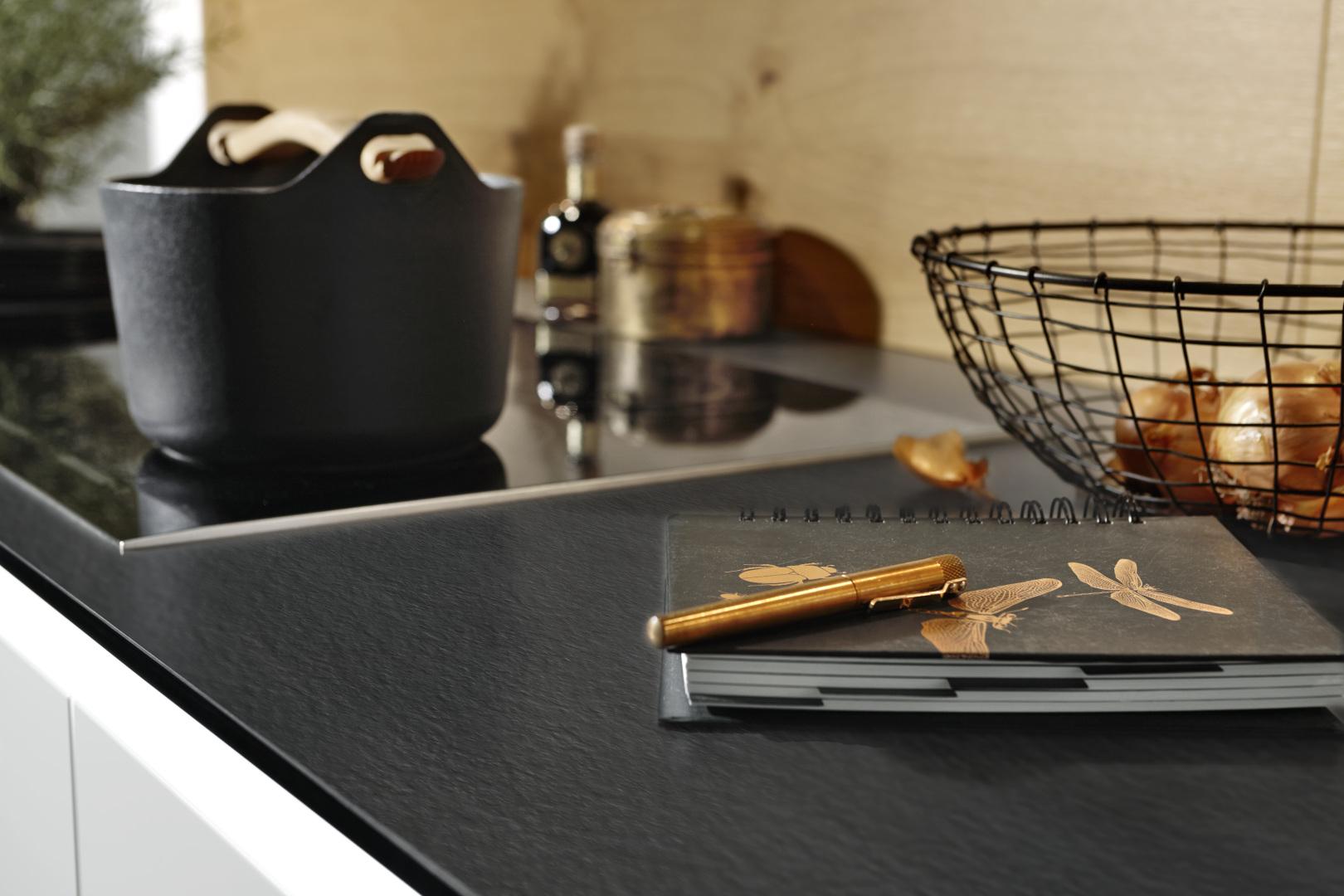 Plan de cuisson moderne noir mat