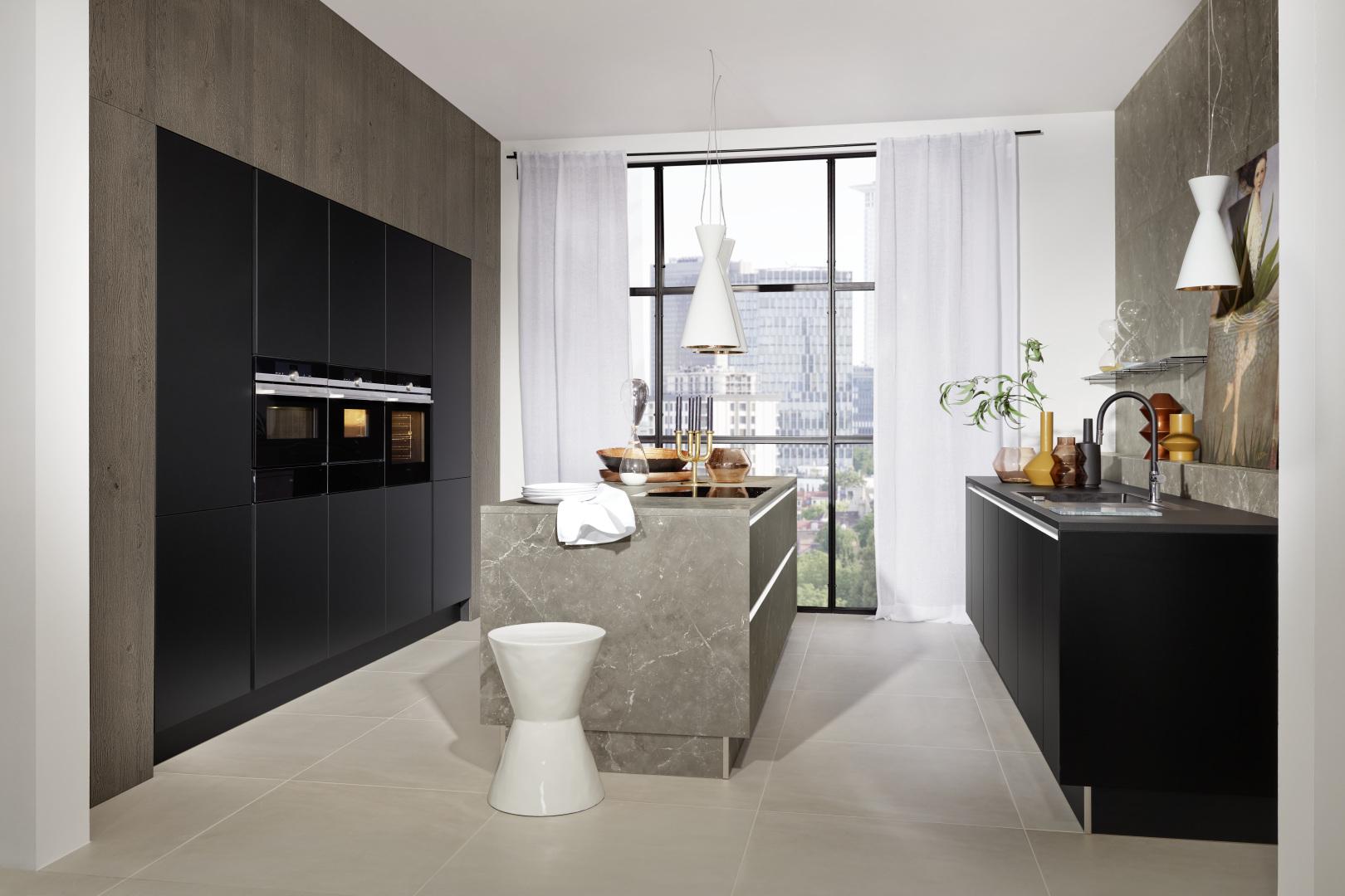 cuisine moderne équipée Manhattan - Marmor grau / Phoenix - Schwarz softmatt