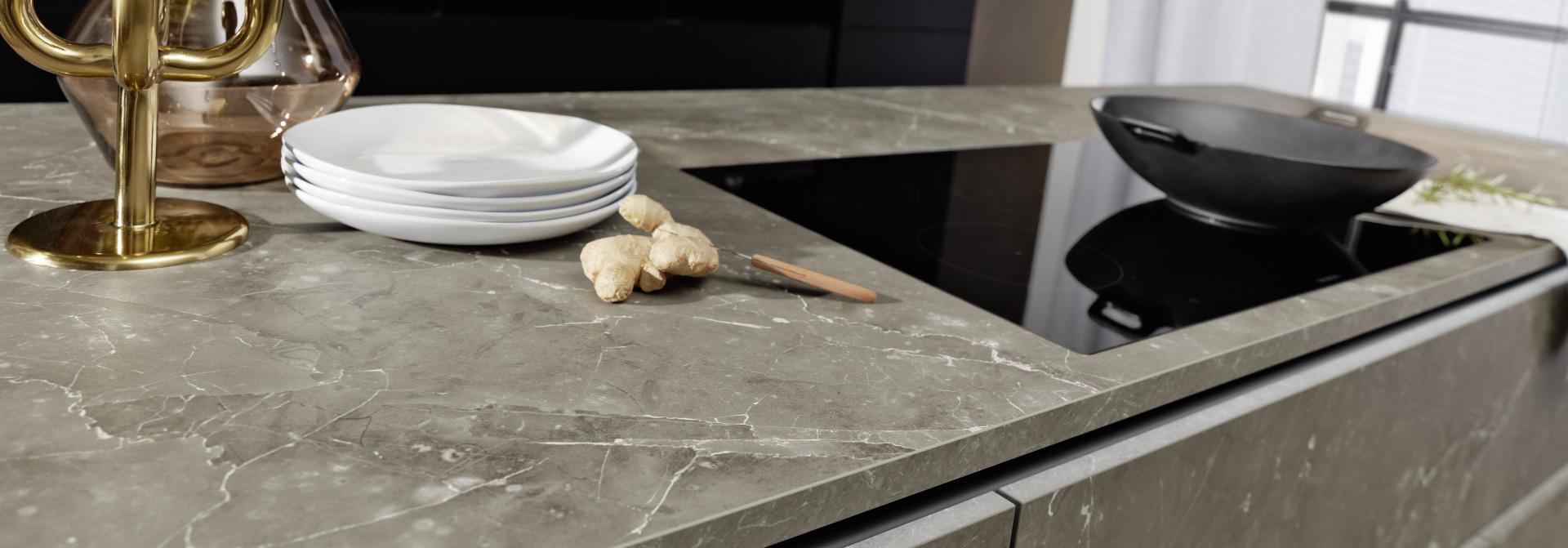 Plan de travail table de cuisson îlot central marbre cuisine annecy