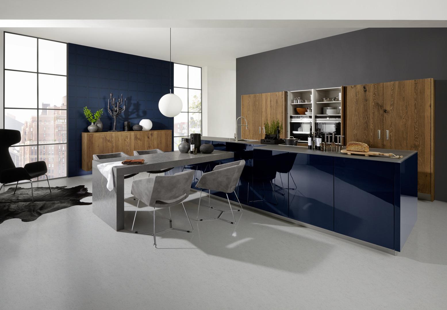 cuisiniste professionnel moderne et design contemporain îlot central bois et laque