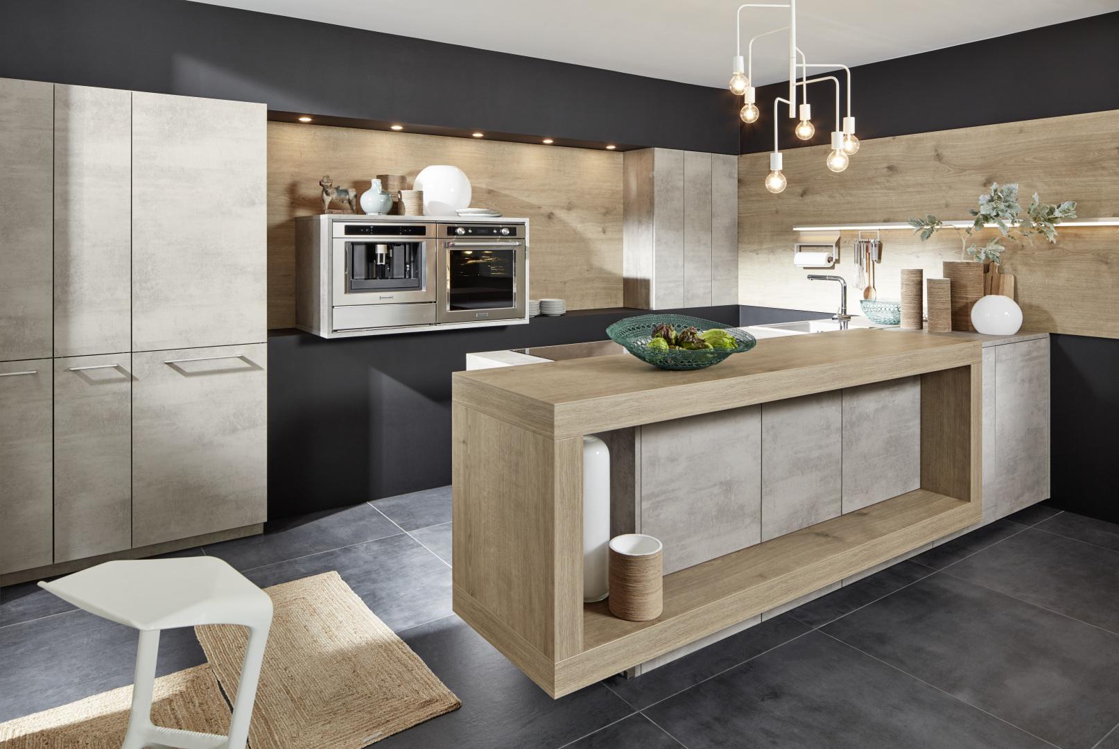 Style béton et scandinave pour une cuisine unique avec îlot central moderne