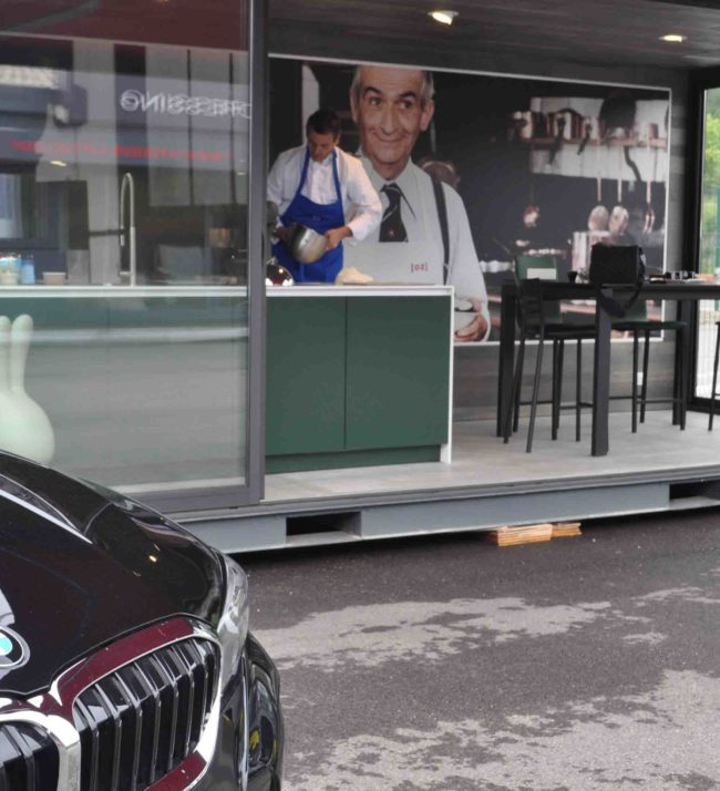 Vue extérieur du nouveau showroom pour cuisines moderne Argonay