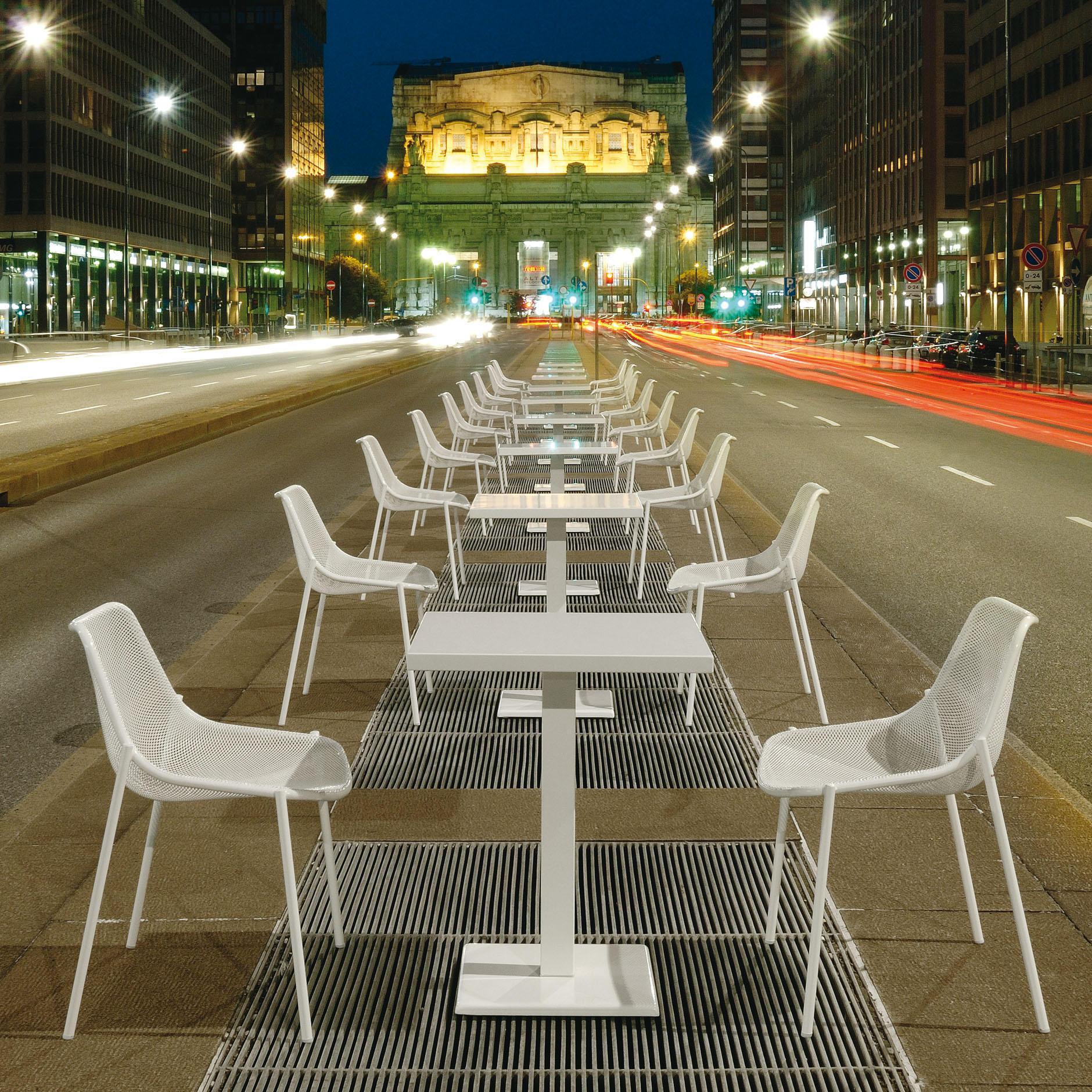 chaise et tables mobilier outdoor sur annecy