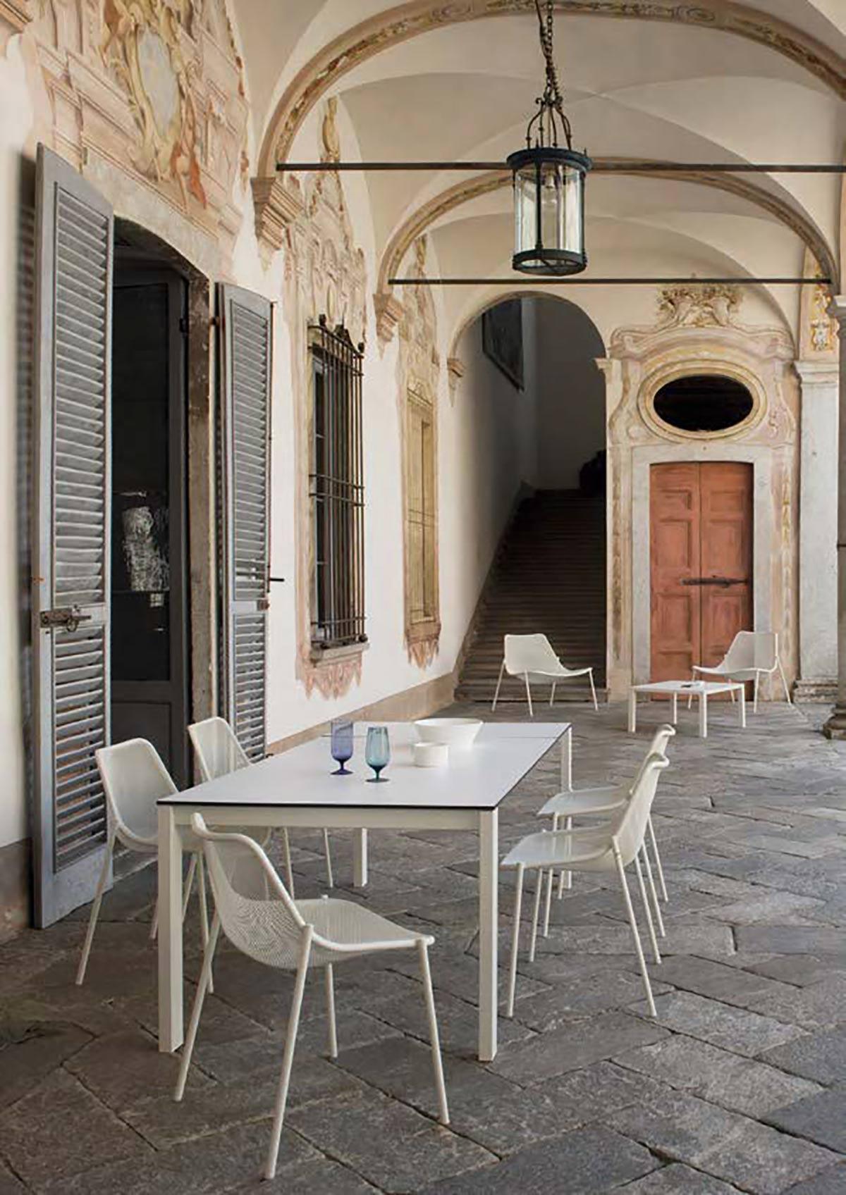 table et chaise outdoor sur annecy